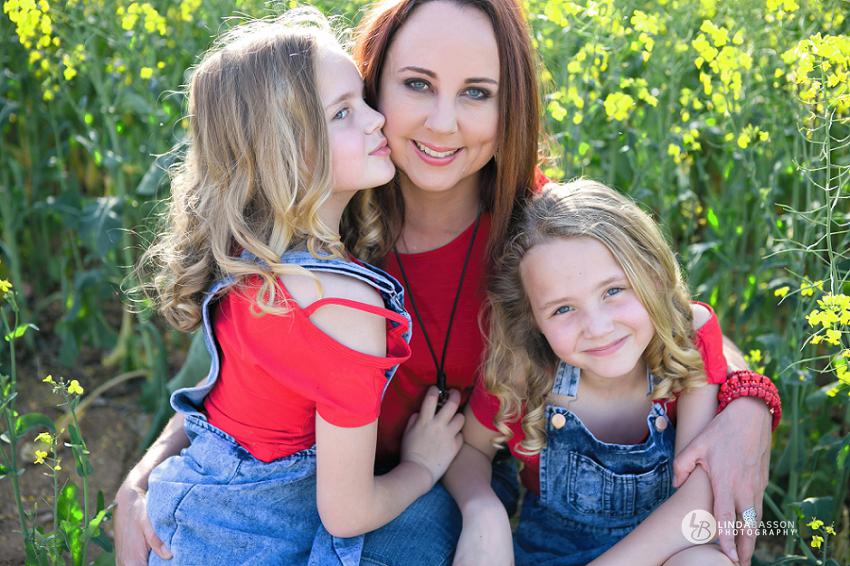 Family: Sonet, Emma & Nina – Canola